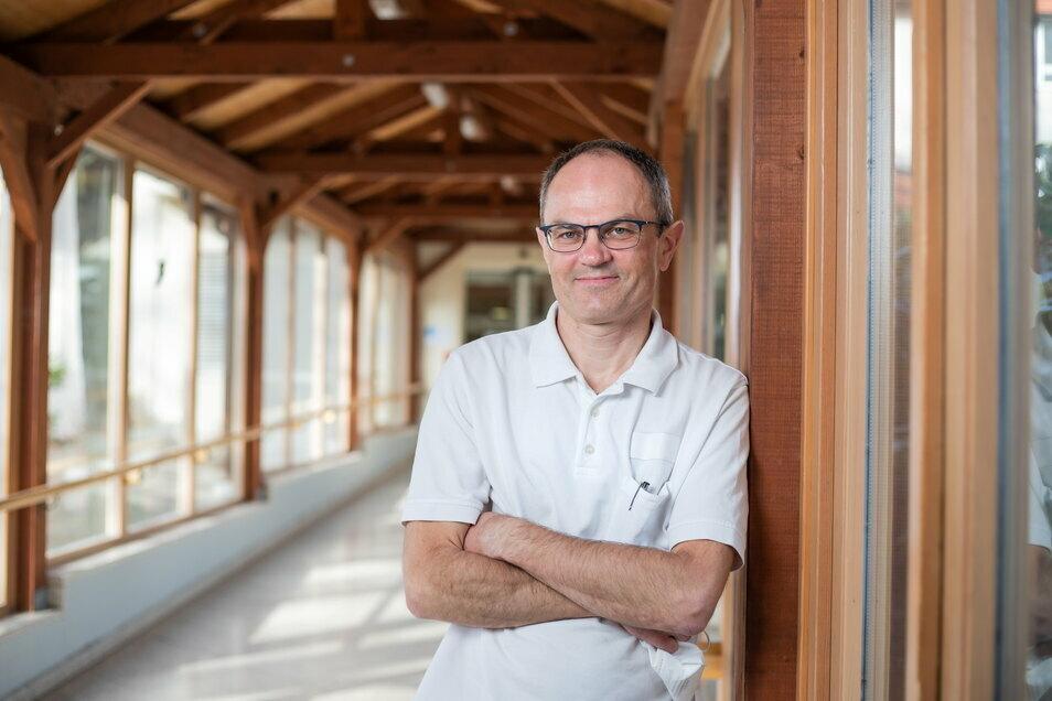 Tomasz Mizerski ist Internist für Angiologie, also spezialisiert auf Gefäße, am Krankenhaus in Niesky.