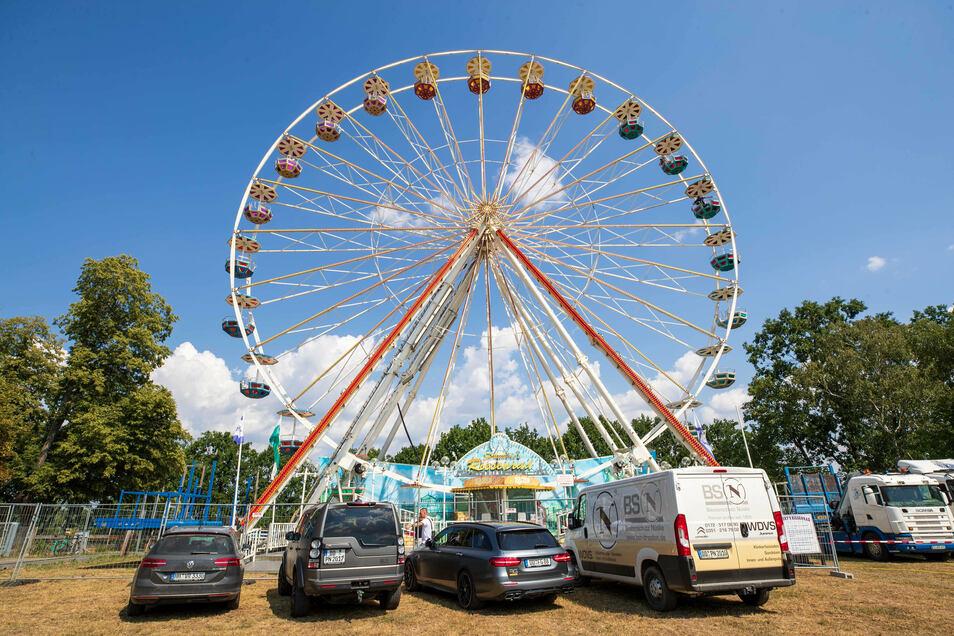 Acht Wochen thront es am Lugturm und ist weithin zu sehen: das Riesenrad. Am Freitag dreht es sich für die Besucher das erste Mal.