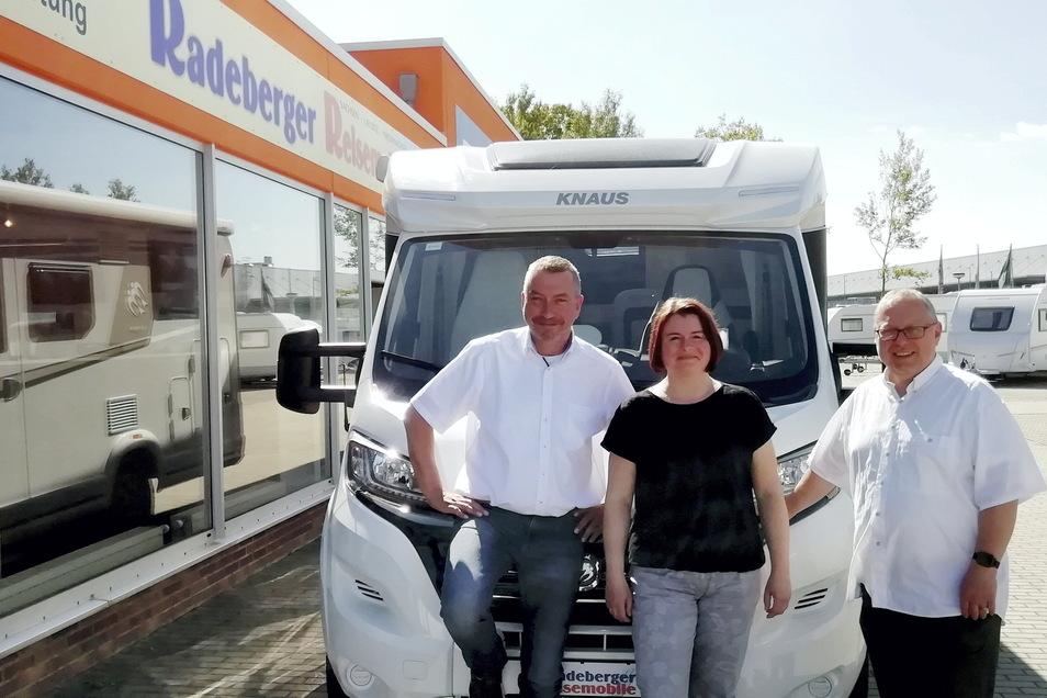 Der Caravan-Standort im Gewerbegebiet am Kamenzer Ochsenberg hat einen neuen Eigentümer und einen neuen Namen. Verkaufsleiter Lutz Haase (l.), Anja Röschke (Shop und Vermietung) und Werkstattleiter Matthias Welzel kümmern sich um die Kunden.