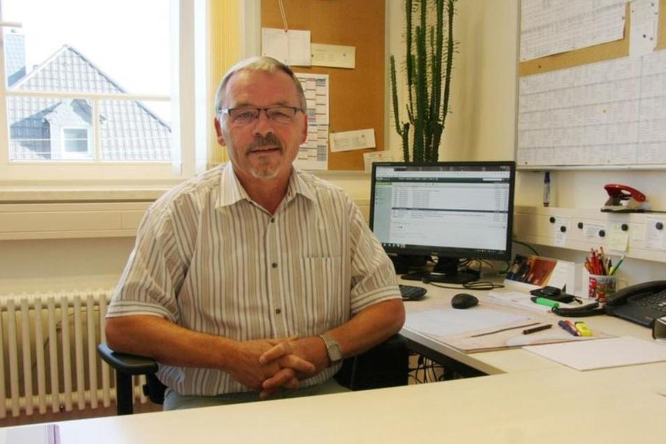 Axel Thiele leitete 27 Jahre die Ernst-Rietschel-Oberschule in Pulsnitz. Sein offiziell letzter Tag im Beruf ist der 31. Juli, danach geht er in den Ruhestand.