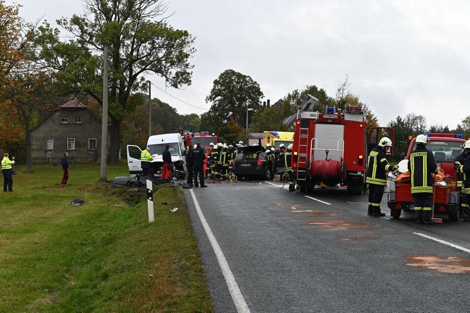 Bei dem Frontalzusammenstoß auf der S148 bei Kottmarsdorf gab's am Dienstagnachmittag acht Verletzte.
