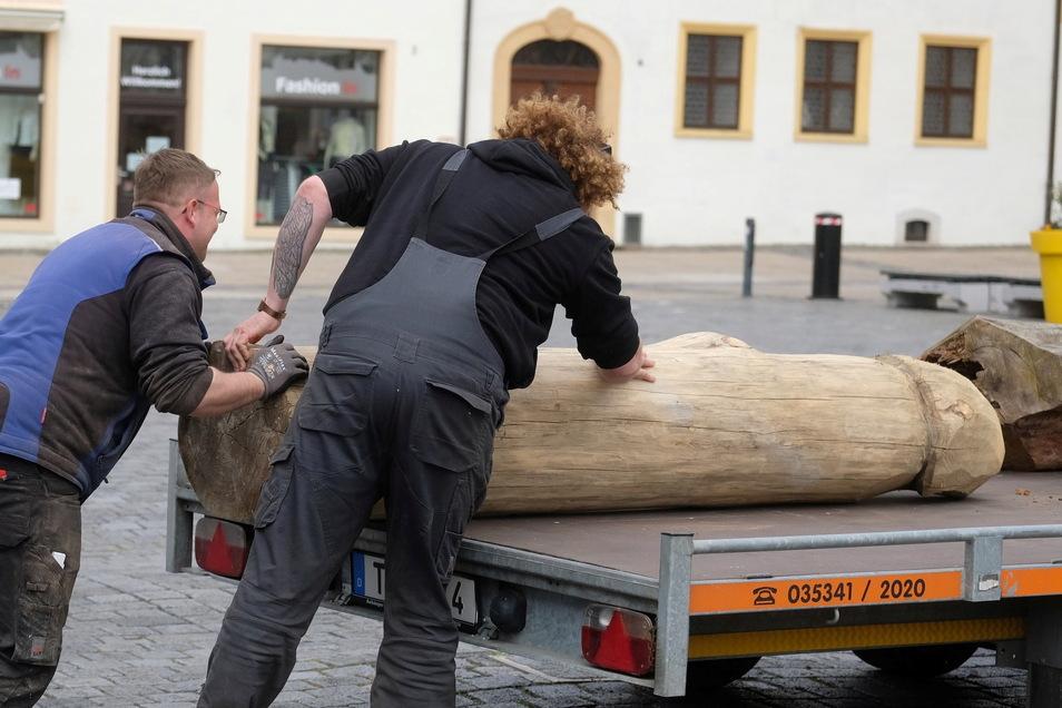 Die Holz-Statue wurde am Donnerstag abgeholt