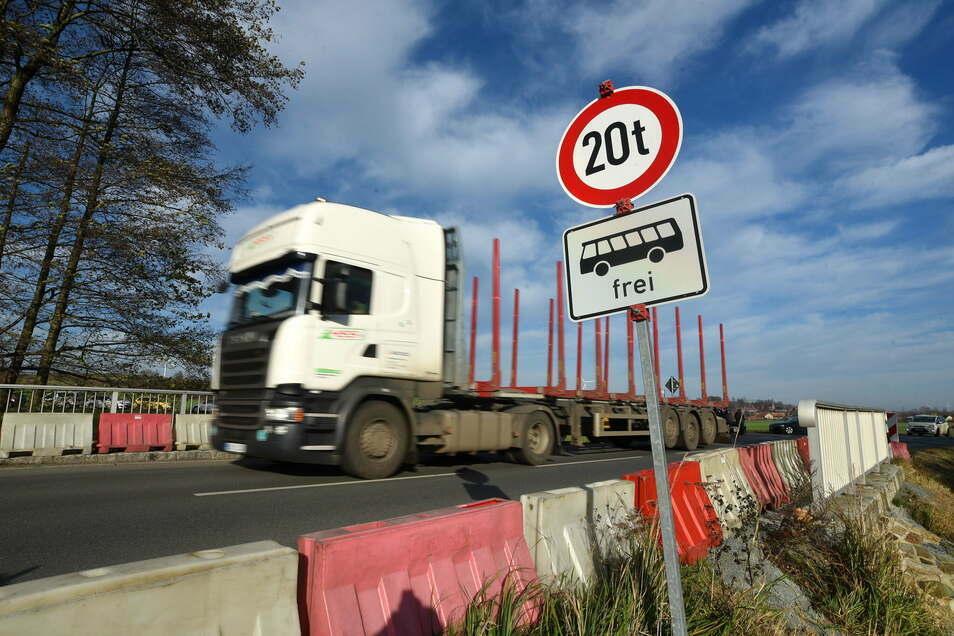Die baufällige Brücke zwischen Ostritz und Leuba soll seit Jahren saniert werden.
