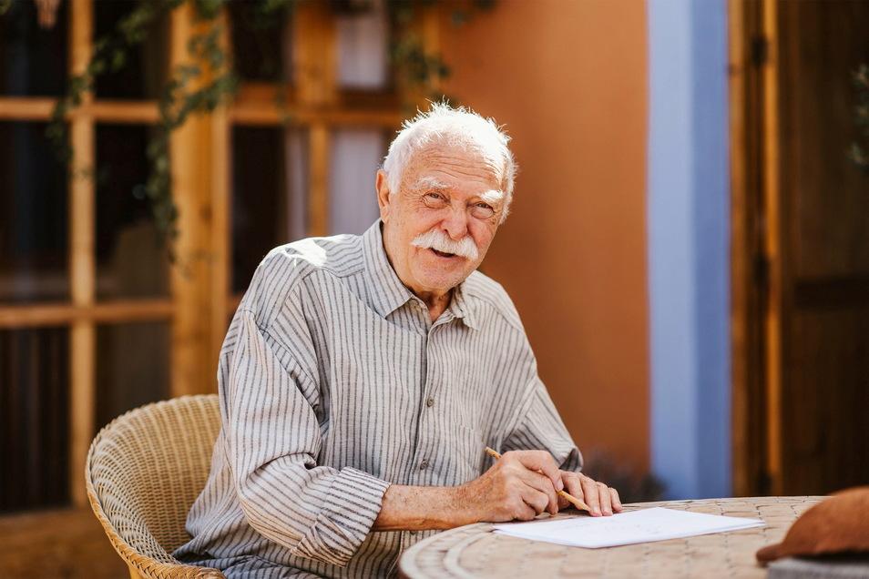 Janosch vor wenigen Tagen auf Teneriffa, wo der Künstler mit Gattin lebt und nun seinen 90. Geburtstag feiert.