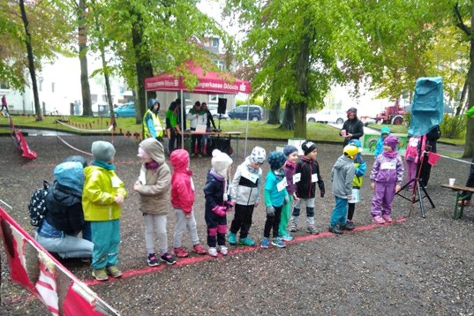 Gespannt warten die Kinder auf den Startschuss.
