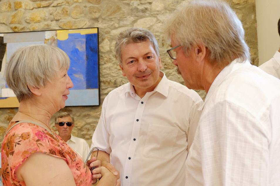 Arndt Steinbach (M.) und seine Vorgänger:  Die Ex-Landräte Renate Koch und Rainer Kutschke. Das Foto entstand zu Steinbachs 50. Geburtstag Mitte vorigen Jahres in Wilsdruff.