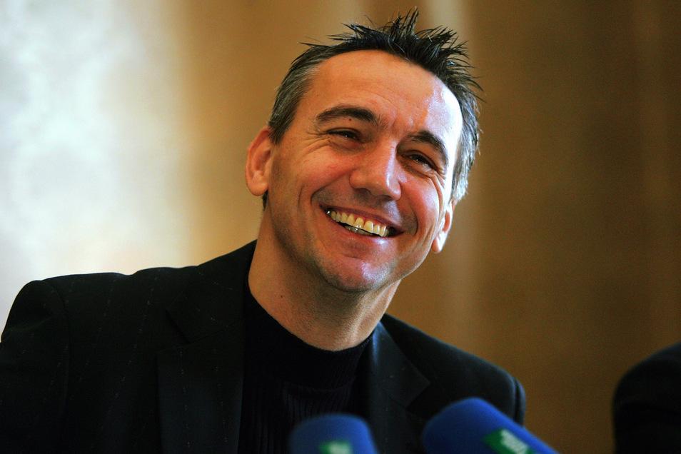 Am 30. Dezember 2005 wurde der Österreicher Peter Pacult bei einer Pressekonferenz zum ersten Mal als neuer Cheftrainer bei Dynamo Dresden vorgestellt.