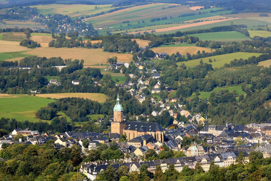 Zurück ins schöne Erzgebirge - hier ein Blick auf Annaberg-Buchholz - nach Dresden oder in die Lausitz: Rückkehrer-Initiativen helfen Umzugswilligen.