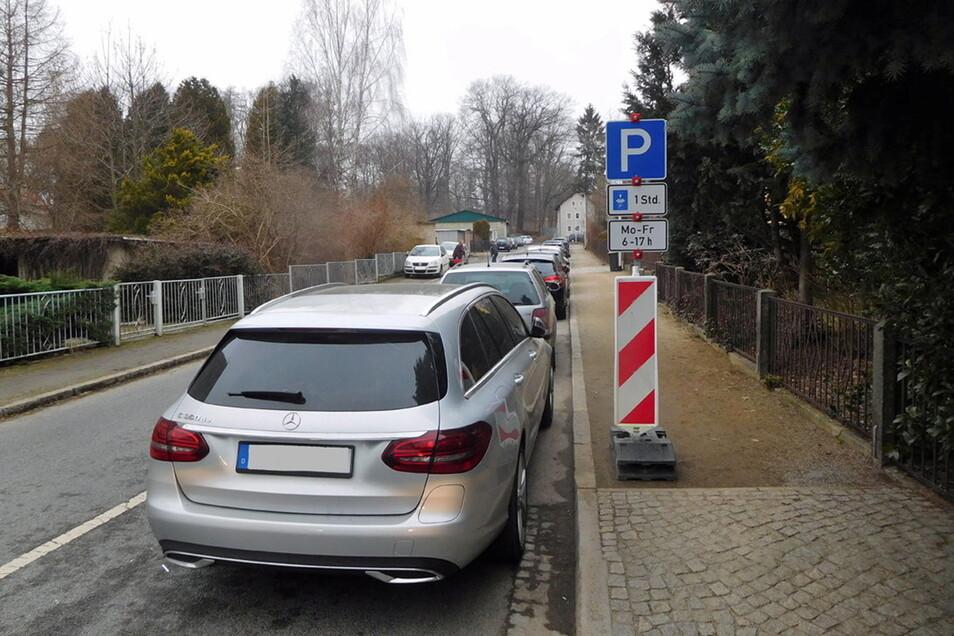 Auf der Lessingstraße in Großröhrsdorf darf jetzt nur noch eine Stunde lang geparkt werden.