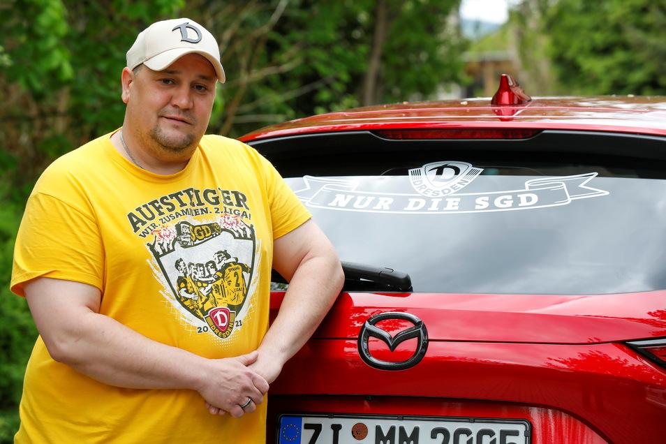 Auch an seinem neuen Auto zeigt der Zittauer Mathias Will, hinter welchem Fußball-Verein er steht. Und natürlich hat der Dynamo-Fan schon das neue Aufsteiger-T-Shirt.