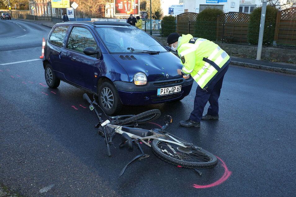 Der Verkehrsunfalldienst der Polizei ermittelt zur Unfallursache in Wilsdruff.