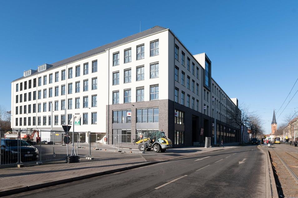 Anfang Januar wurde der Bau des neuen Bürokomplexes neben dem ehemaligen Porsche-Autohaus in der Großenhainer Straße beendet. Jetzt gab es eine Attacke auf das Gebäude.