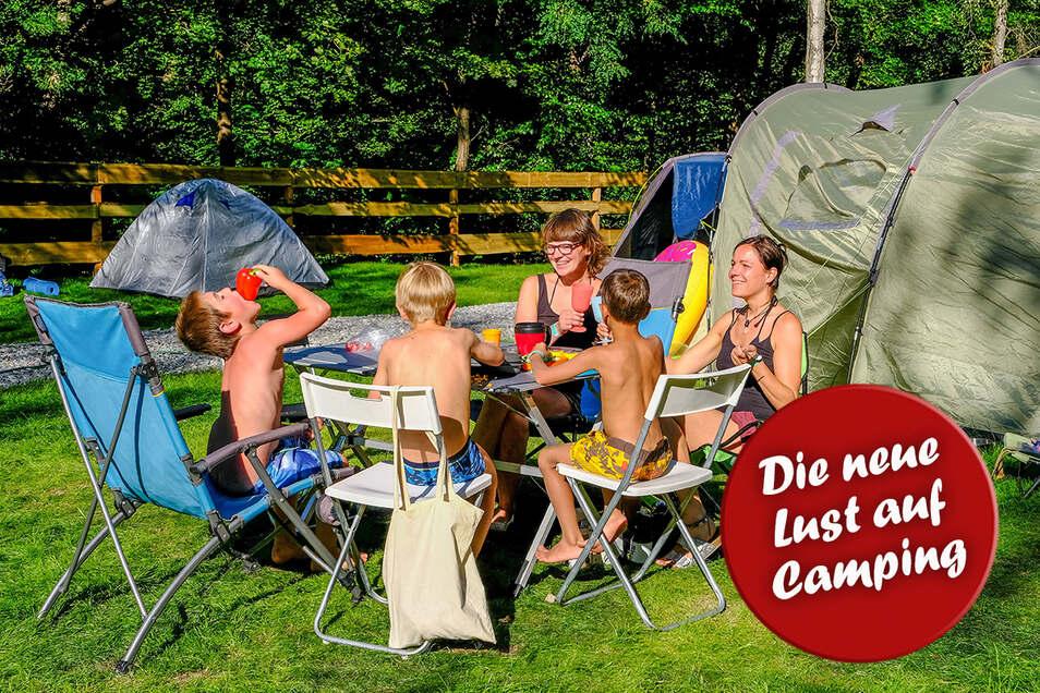 Man muss nicht weit weg fahren, um zu entspannen. Das dachten sich auch Nancy Scheidt und Lätitia Marek aus Dresden, die mit ihren Kindern zu den ersten Besuchern auf dem Zeltplatz gehören.