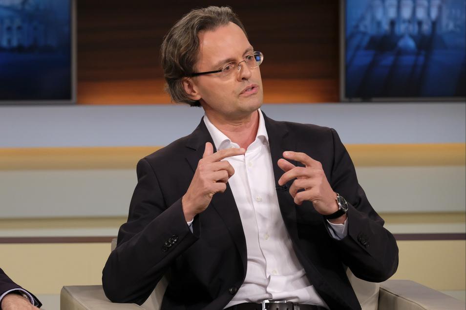"""Bernhard Pörksen ist Professor für Medienwissenschaft an der Universität Tübingen. Zuletzt erschien sein Buch """"Die große Gereiztheit. Wege aus der kollektiven Erregung""""."""