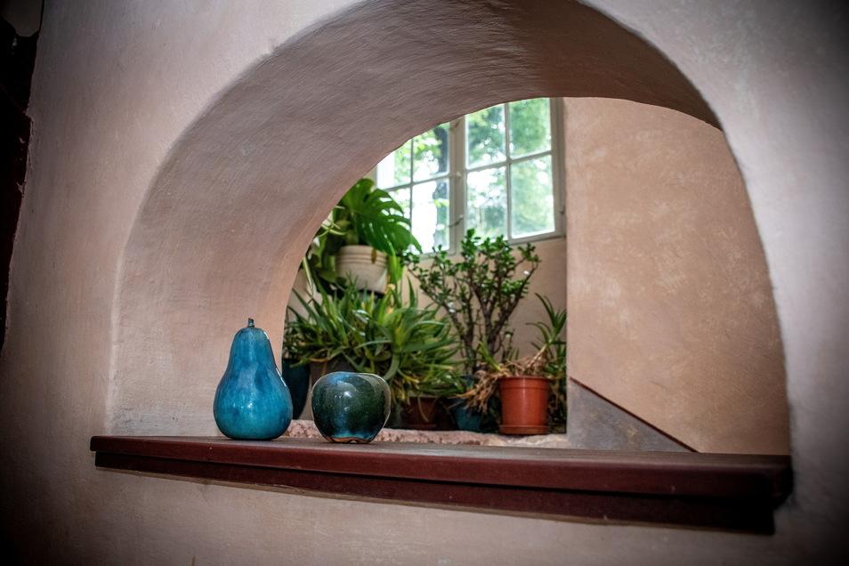 Im gesamten Haus gibt es viele Details zu entdecken, die das i-Tüpfelchen der Gestaltung sind. Mal sind es Blumen, Schalen oder andere Dinge. Manchmal haben sie Geschichte zu erzählen, manchmal sind sie auch einfach nur schön anzuschauen. Nicht nur Diana Berger-Schmidt hat ein Händchen dafür. Auch ihr Mann entdeckt immer wieder etwas zum Dekorieren.