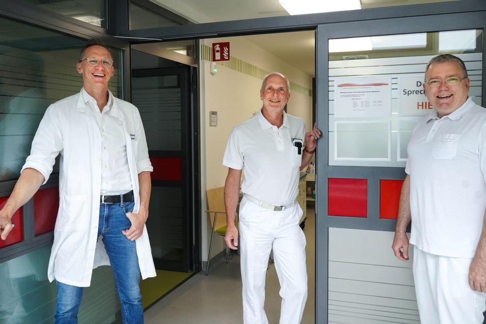 Die Chirurgen Christian Martensson von Gasö, Torsten Eckert und Stephan Schubert (v.l.) kümmern sich im MVZ Bautzen um die Patienten.