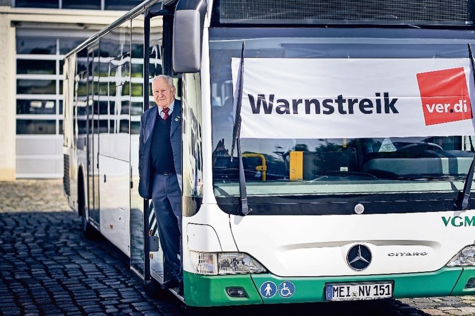 Günther Böhme fährt trotz Rentenalter weiter Bus. Und streikt für bessere Bezahlung der kommenden Busfahrer-Generation.