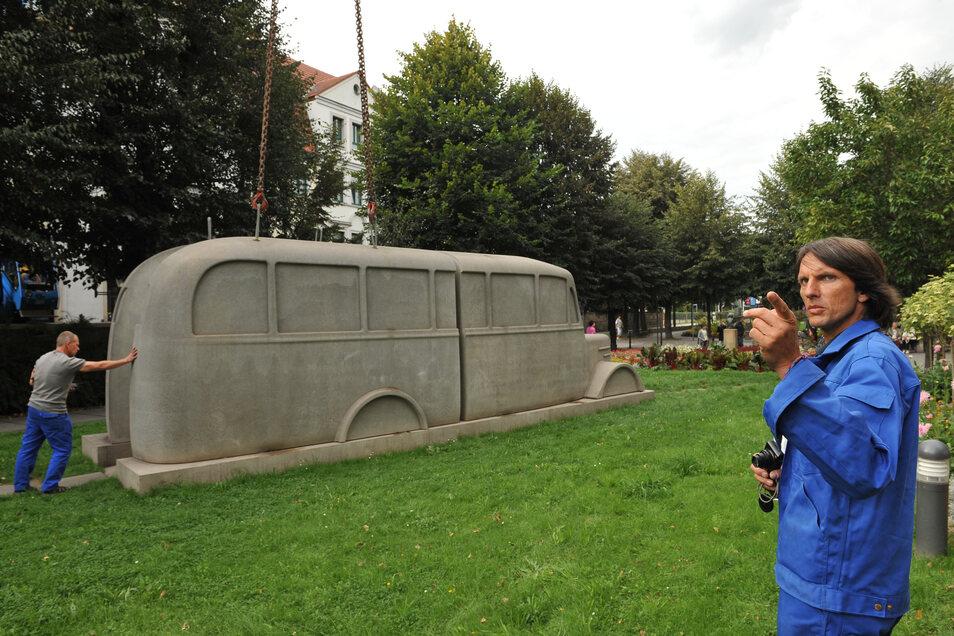Dieser graue Betonbus stand ab Juni 2010 für ein Jahr an der Grohmannstraße in Pirna – das mobile Denkmal erinnerte an die rund 15.000 Menschen, die bei der Euthanasie-Aktion der Nationalsozialisten in den Jahren 1940/41 auf dem Sonnenstein in Pirna getöt