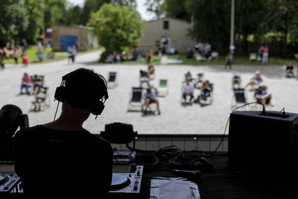 Das Löbauer Techno-Duo Kyau & Albert bei der Sitz-Diskothek im Görlitzer Kühlhaus.