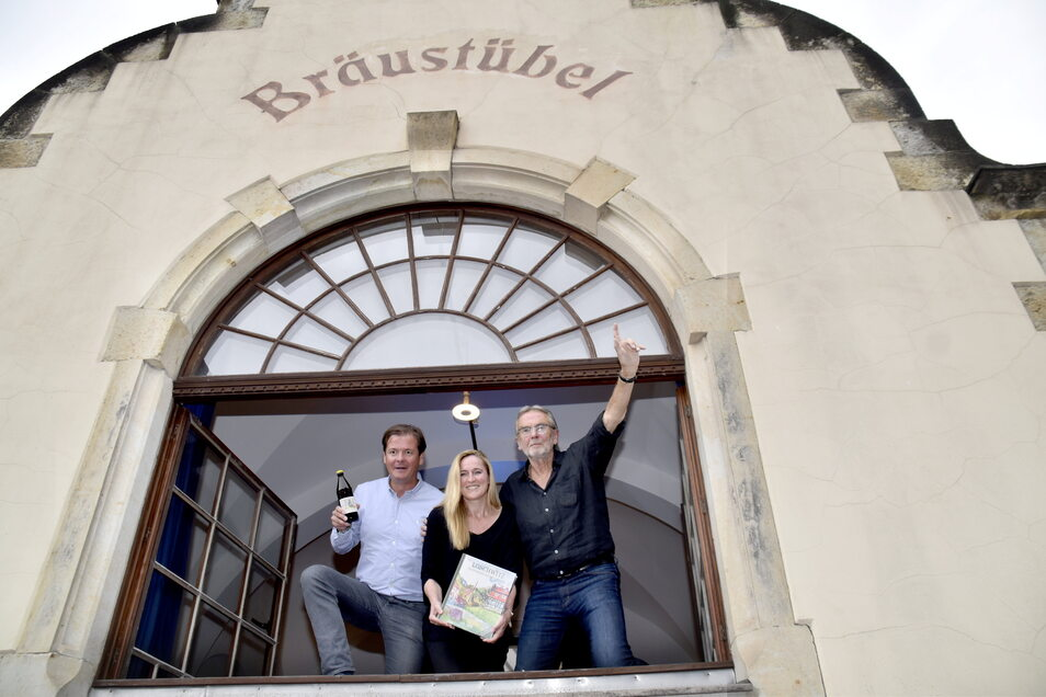 Matteo Böhme, Madlen Schubert und Rainer Petrovskv (v.l.) sind die Neuen im Bräustübel am Körnerplatz.