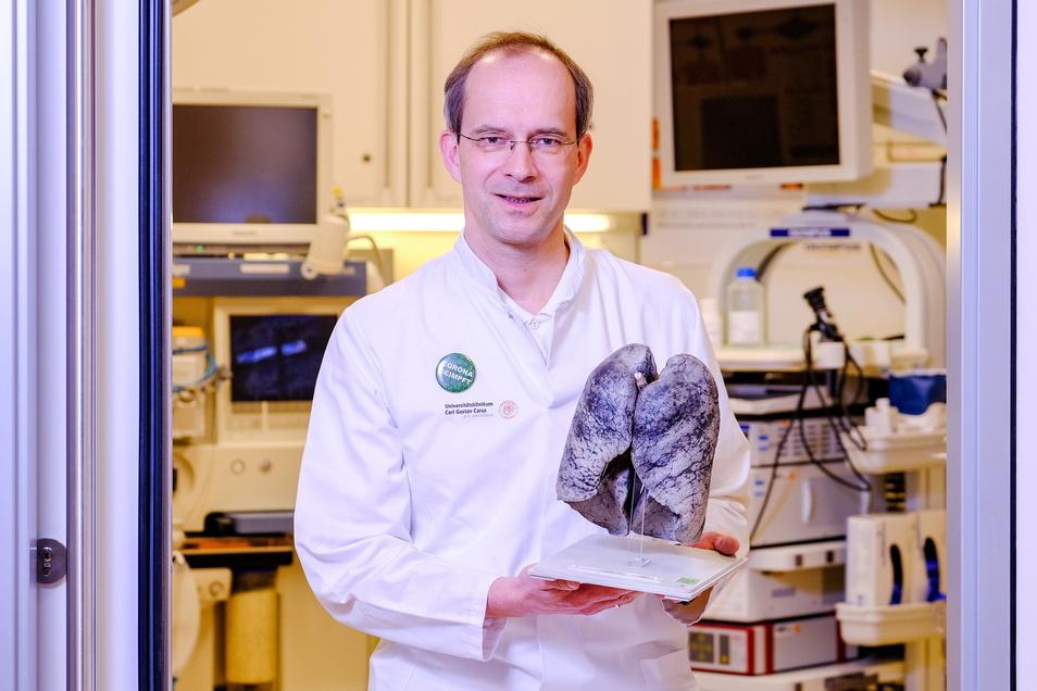 Kein Kunstobjekt: Was Professor Christian Vogelberg hier in die Kamera hält, hat einem Menschen mal das Leben gekostet.