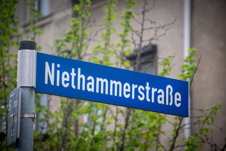 Auf der Niethammerstraße in Kriebethal werden bald die Baumaschinen anrollen. Einige Mängel auf einem Teilstück werden beseitigt.