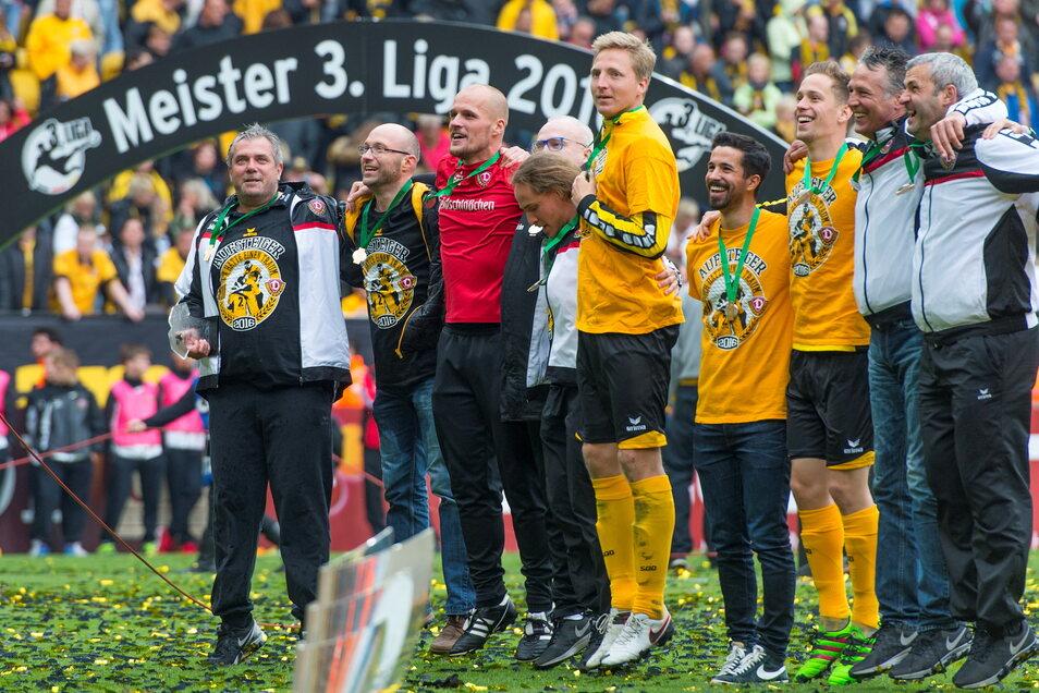 Kann Dynamo in drei Wochen wieder den Aufstieg bejubeln - so wie hier im Mai 2016?