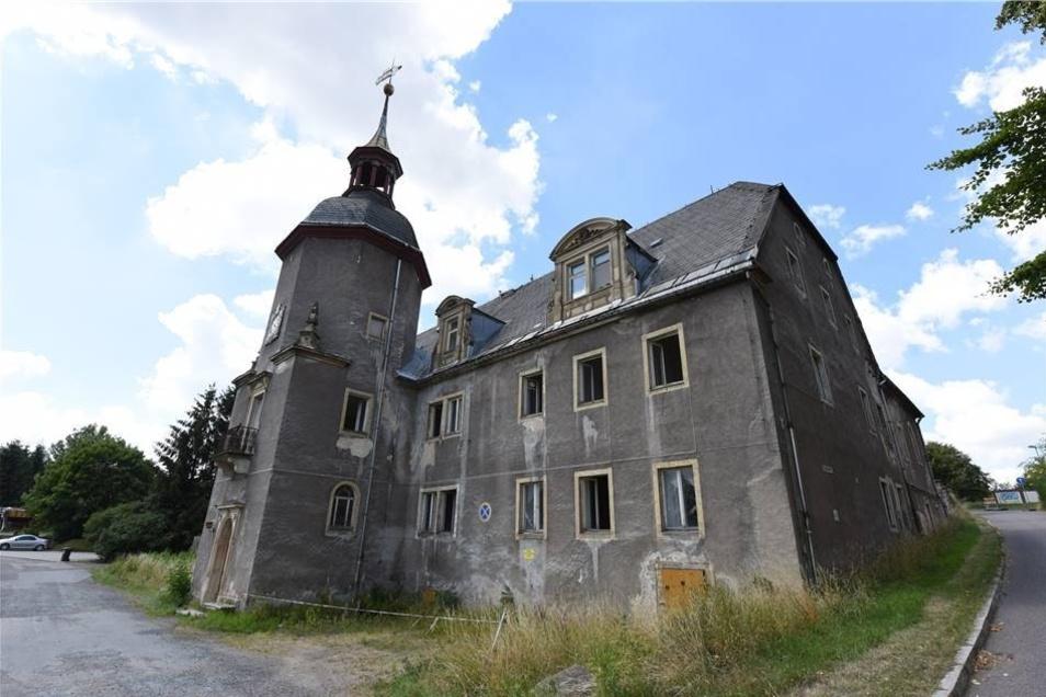 Der Blick auf das Schloss ist wieder frei. Das Gestrüpp ist entfernt.