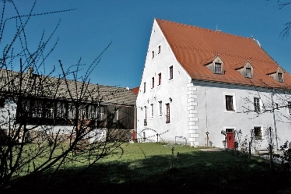 Kein dunkler, grauer Block mehr: das Herrenhaus in Niederjahna.