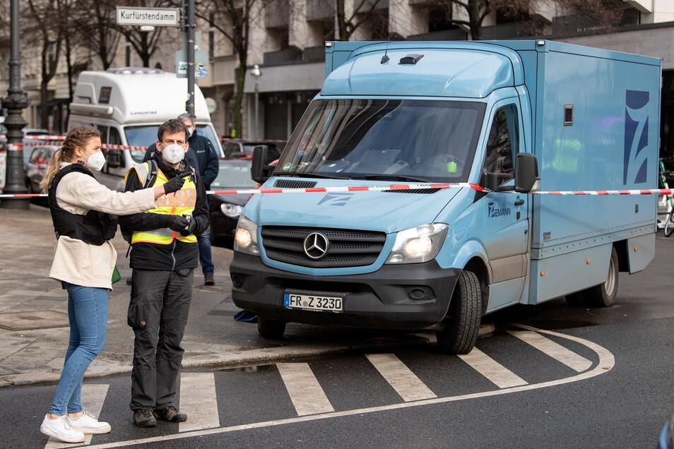 Nach dem spektakulären Überfall auf einen Geldtransporter auf dem Berliner Kurfürstendamm vor gut vier Wochen hat die Polizei einen Tatverdächtigen festnehmen können.