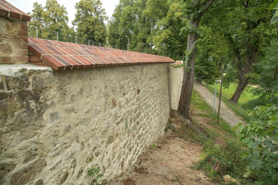 Die Sanierung der denkmalgeschützten Schlossmauer war der erste Meilenstein der Arbeiten auf dem Schlossplatz.