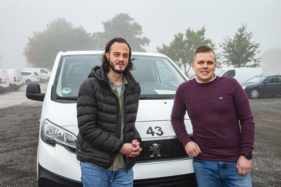 Der Juniorchef der Rumak Logistik GmbH Schönfeld, Wojtek Mackowiak, und Fuhrparkleiter Kaspar Pajak machen sich für das sichere Fahren der eigenen Mitarbeiter stark.