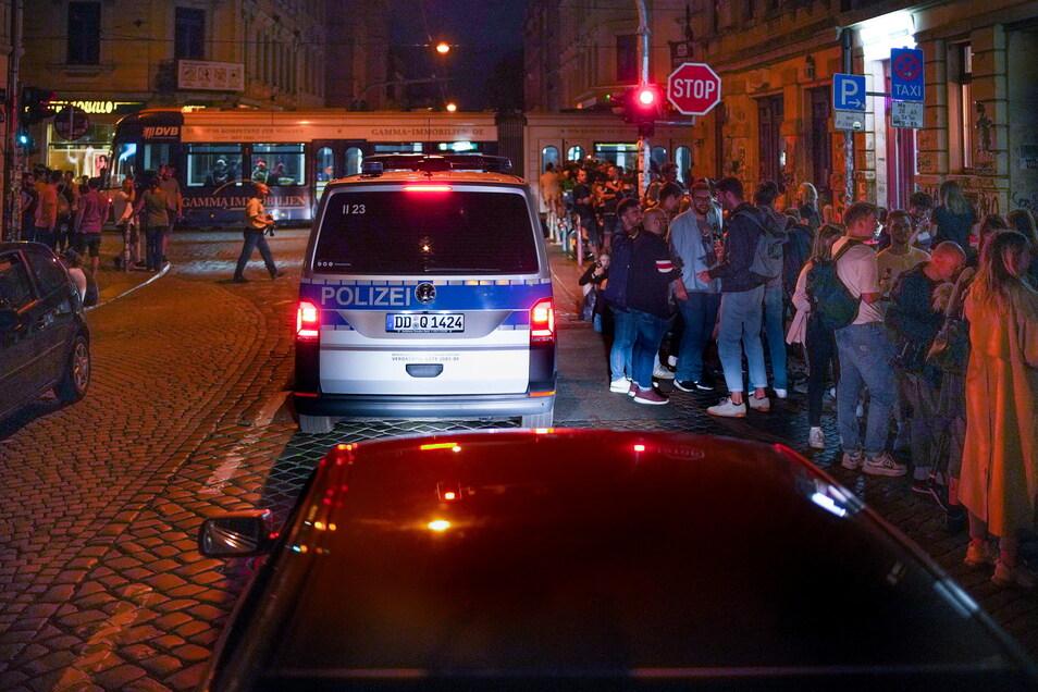 Immer wieder kommt es zu Konflikten zwischen Feiernden, Anwohnern und dem Verkehr.