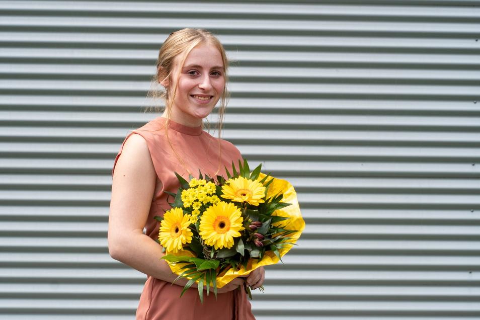 Isabel Neitsch (21) hat ihre Ausbildung zur Sozialassistentin am BSZ Döbeln in verkürzter Lehrzeit mit 1,0 abgeschlossen. Sie möchte Erzieherin werden. Deshalb lernt sie ab September im BSZ weiter.