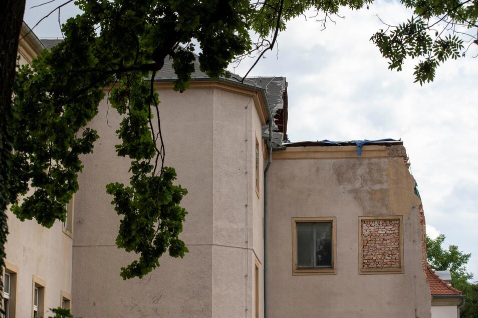 An diesem Gebäude an der Maxim-Gorki-Straße wurde die marode Rückseite teilweise gesichert.