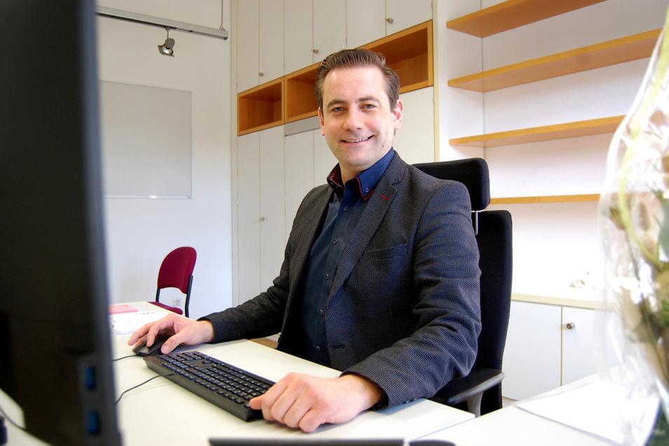 Christian Hoffmanns neuer Schreibtisch ist eingerichtet, die Akten-Regale im Büro sind aber derzeit noch leer.