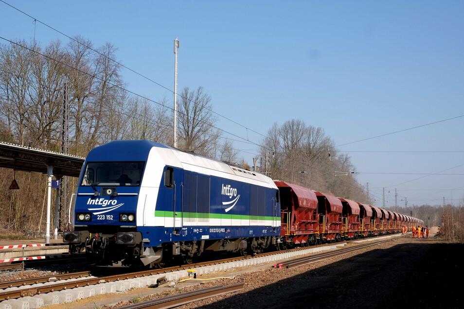 Auch im Bahnhof in Waldheim und von dort aus bis Mittweida ist eines der Gleise bei den jetzigen Bauarbeiten erneuert worden.