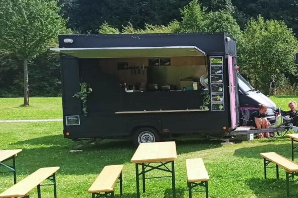 """Beim """"Kommen und Gehen""""-Festival in Löbau war der """"Zittau Vegan-Truck"""" bereits vor Ort und verkaufte vegane Speisen."""