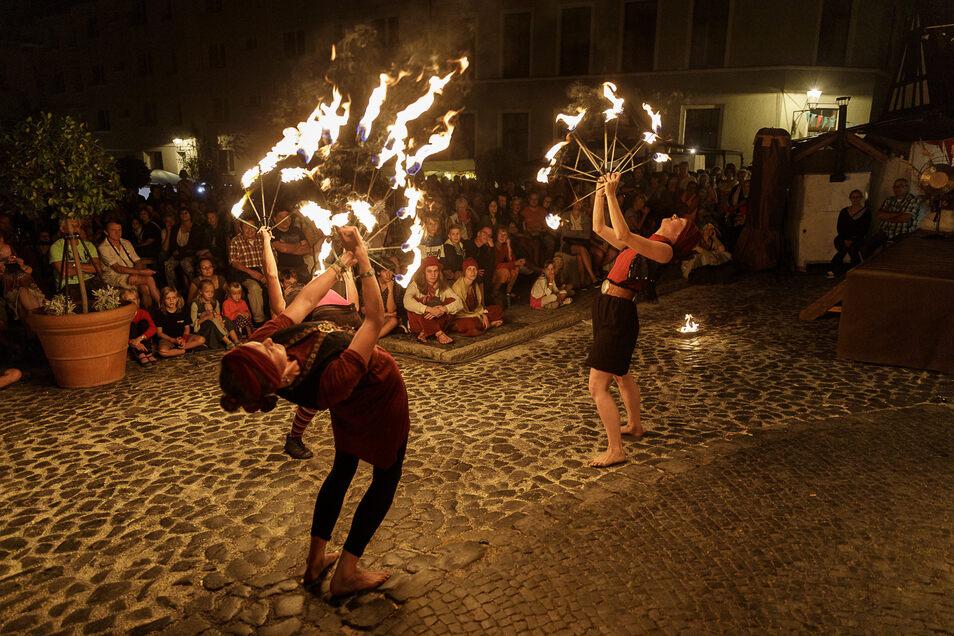 Die Feuershow auf dem Waidhausplatz war Teil des Görlitzer Altstadtfestes 2019. Dieses Jahr brechen auch den Feuerkünstlern viele Auftritte weg.