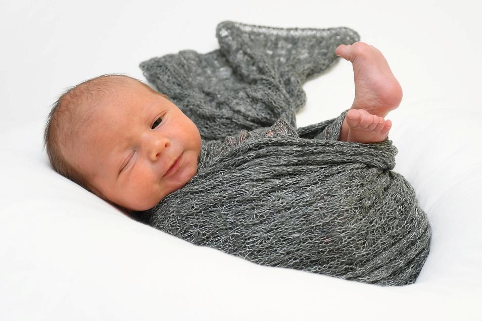 Eddy, geboren am 21. März, Geburtsort: Freital, Gewicht: 2.200 Gramm, Größe: 44 Zentimeter, Eltern: D. Geißler und S. Weller mit Emely, Wohnort: Kesselsdorf