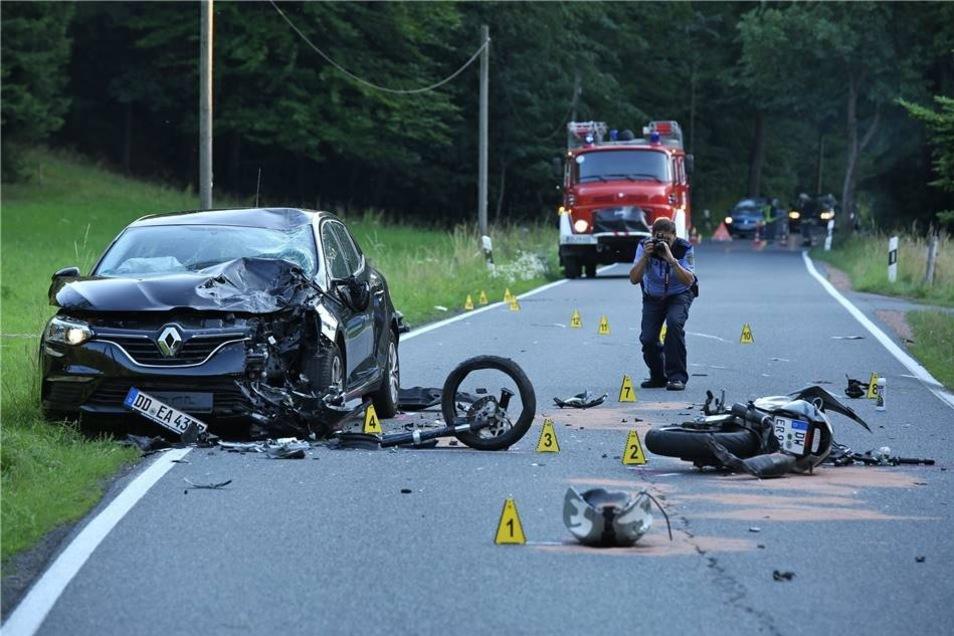 Ein schwerer Unfall ereignete sich am 21. Juli im Lockwitztal. Daran beteiligt waren ein Motorradfahrer, ein Auto und ein Quad. Die Hirschbacher Wehr half beim Beräumen und einem Lkw-Fahrer, der beim Wenden Probleme hatte.