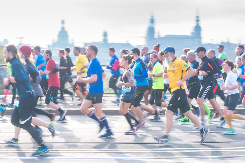 Rund 8.000 Läuferinnen und Läufer werden am Sonntag beim Dresden Marathon erwartet.