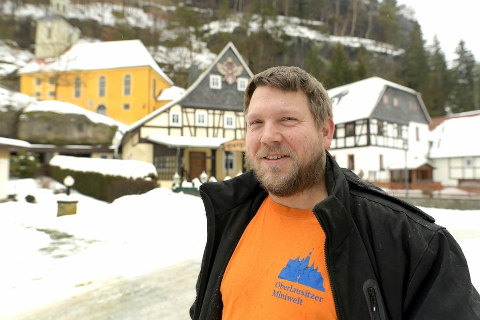 Modellbauer Sebastian Sonsalla wird das bekannte Oybiner Krippenspiel restaurieren und später auch betreiben.