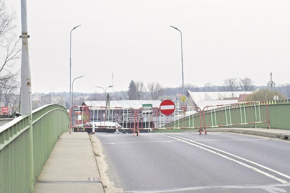 Bilder von der geschlossenen Grenze zwischen Bad Muskau und Łeknica sind noch so präsent wie Dramen, die sich in getrennten Familien auf der Brücke abspielten.