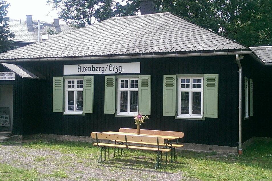 Kaffee, Kuchen und Geschichte - das alles gibt es im Schmalspur-Bahnhof Altenberg.