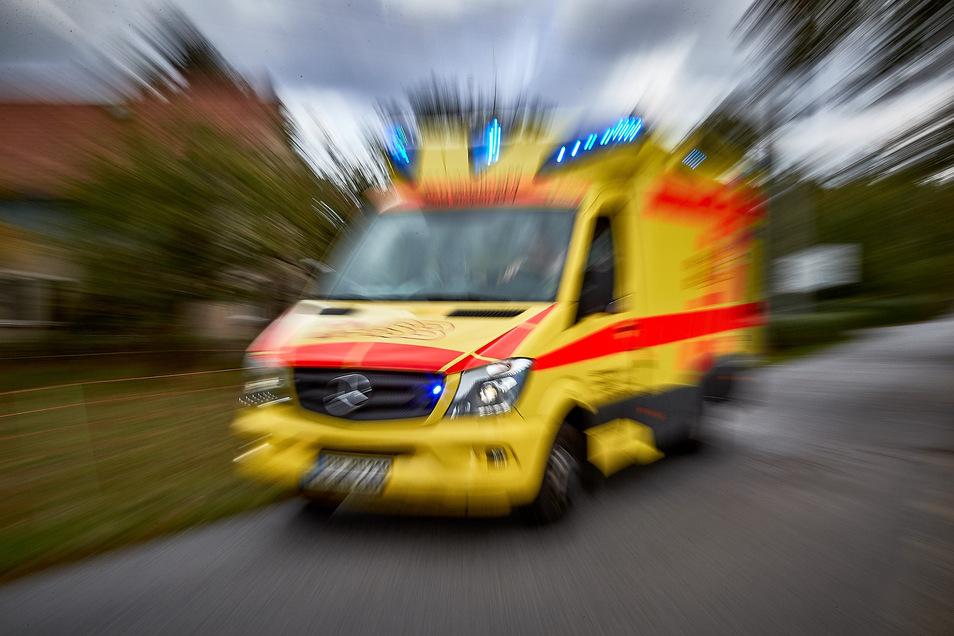 Der 50-jährige Fahrer des Baggers kam in ein Krankenhaus.