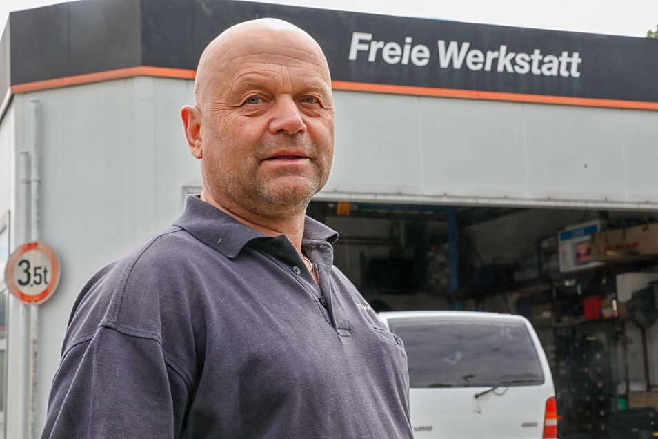 Andreas Franke hat für die Werkstatt einen neuen Mitarbeiter eingestellt. Bei Bedarf hilft er aber auch selbst mit aus.