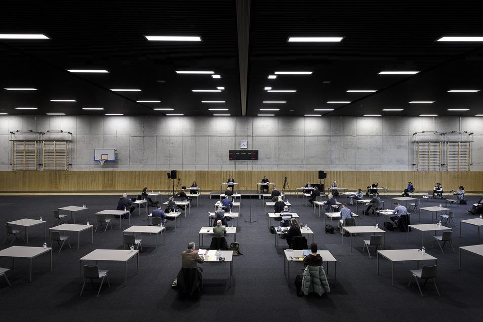 Abstand halten: Stadtratssitzungen finden derzeit in der Sporthalle Emil von Schenckendorff statt.
