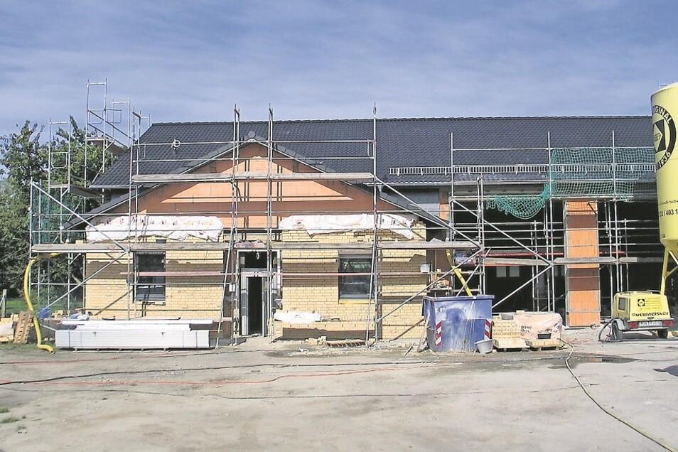 Der Neubau des Feuerwehrgerätehauses in Rohne geht zügig voran.