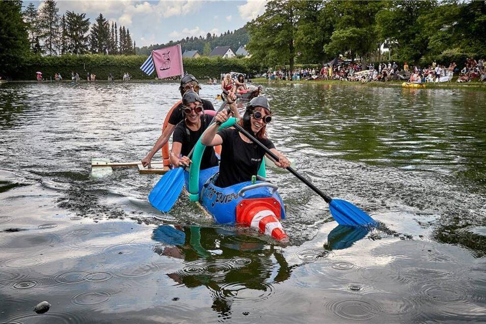Platz 2 für De fat jenten (die Fassmädels) mit Katrin Schnell, Madleen Scholz und Karin Zil.